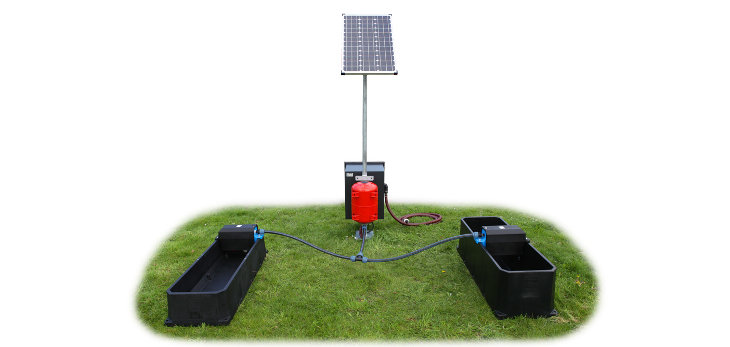 Permanent solar waterpumpunit type 1110 ground surfacewater two tanks front - Poortman Solar drinkbakken